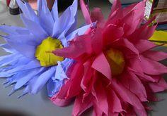 Flores para ornamentaçao PAPEL CREPOM Passo a Passo Podemos fazer para batizados casamentos.