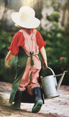 Der kleine Mann weiss genau, dass Blumen Wasser brauchen, doch bei Erwachsenen fehlt sehr oft, das Gespür der Fürsorge ...... fan der provence