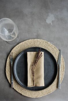 Raffia Hand Crochet Place Mats, Round Placemat Set for House Warming Gift and Kitchen Decor Casa Gaudi, Dining Table Decor Everyday, Round Dining Room Sets, Modern Placemats, Crochet Placemats, Dining Ware, Table Set Up, Ceramic Tableware, Coffee Lover Gifts