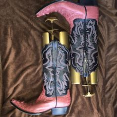 Pink exotic skin cowboy boot Made of the most expensive part the tail (alligator) you can see the raised detail at the toe.  This boot is 7.5 in men which fits ladies 9.5-10. Glamour boot Shoes Heeled Boots