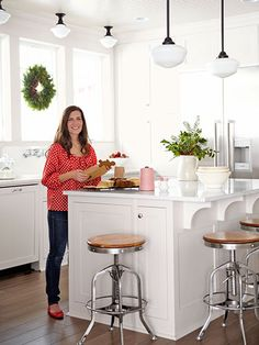Serena Thompson Christmas Decorating - How to Decorate for Christmas - Country Living