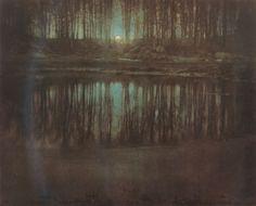 Fotografia de Edward Steichen, feita em 1904. A fotografia mostra um lago sob à…