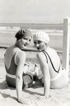 Looks de belleza para la playa inspirados en iconos retro: Caroline Lombard en 1929