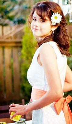 Selena Gomez as Beatrice (Beezus) Quimby, in Ramona and Beezus. Selena Gomez Fashion, Selena Gomez Fotos, Selena Gomez Outfits, Selena Gomz, Selena Gomez With Fans, Selena Gomez Cute, Selena Gomez Pictures, Selena Gomez Style, Selena Gomez Movies