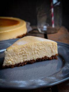 New York Cheesecake mit Hobbit Keksboden, Frischkäse und Creme Fraiche. Der beste Käsekuchen aus NY im Wasserbad gebacken um seine helle Farbe zu erhalten.