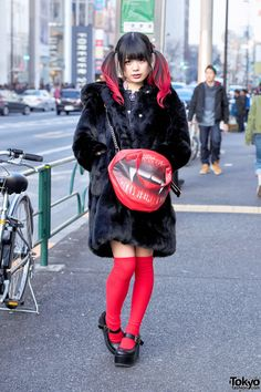 Moi dix Mois fan Yuka on the street in Harajuku wearing a faux fur coat from the Japanese brand Candy Stripper with knee socks, Yosuke platforms, and a bag. Full Look Japan Street Fashion, Tokyo Street Style, Tokyo Fashion, Harajuku Fashion, Kawaii Fashion, Harajuku Style, Quirky Fashion, Dark Fashion, Fashion Wear