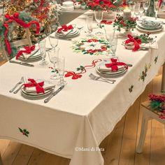Christmas Table Cloth, Christmas Room, Christmas Table Settings, Christmas Tablescapes, Christmas Table Decorations, Country Christmas, Vintage Christmas, Christmas Crafts, Holiday Decor