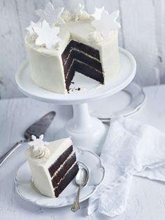 Helt gudomlig tårta som du måste smaka! Det behövs två chokladkakor till en tårta, alltså två satser av den här kakan. Candy Recipes, Dessert Recipes, Cake Tower, Bakery Cakes, Cream Cake, No Bake Cake, Vanilla Cake, Tartan, Deserts