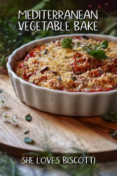 This Mediterranean Vegetable Bake is made of layers of tomato, potatoes and Romano cheese, oven baked to perfection.The perfect casserole for both weeknight meals and elegant dinner parties. Oven Dishes, Vegetable Dishes, Food Dishes, Side Dishes, Vegetable Bake, Vegetable Casserole, Veggie Bake, Easy Mediterranean Diet Recipes, Mediterranean Food