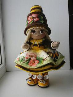 Amigurumi doll softies crochet free patterns by lumi papillon en papier Crochet Doll Pattern, Crochet Chart, Crochet Patterns Amigurumi, Crochet Motif, Amigurumi Doll, Crochet Dolls, Audrey Doll, Holiday Crochet Patterns, Crochet Gifts
