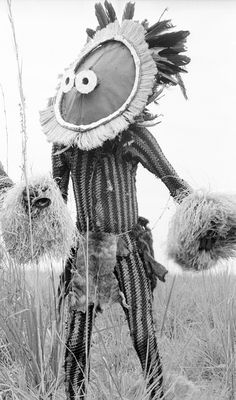 The Heart Of Africa — Minganji masquerader (Pende people), near Gungu,. We Are The World, People Of The World, Congo, Costume Ethnique, Statues, Afrique Art, Africa People, Tribal Costume, Art Premier