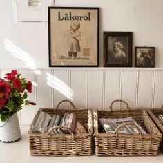 Gorgeous homeoffice storage with Falby willow trays#scandinavianhomes #scandinaviandesign #livingroom #interior4all #interior123 #hemnetgodis #hemnet #bobedredk #boligliv #rom123 #decorate #nordicdesign #danishdesign #vintage #retro #midcentury #altinterior#wohnen #interior_magasinet #inrichting #sommerhusliv #genbrug #recycle #diy #sisustus #maison #falbydesigndk #homeoffice