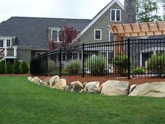 Montage style fence (503)760-7725