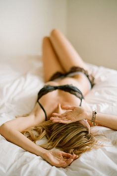 Pros and cons to taking boudoir photos before the wedding