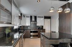 Cuisine à la fois moderne et élégante, on aime et on est fiers ! Recherche Google, Kitchen Cabinets, Design, Home Decor, Kitchen Modern, Wardrobes, Decoration Home, Room Decor, Kitchen Cupboards