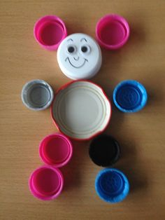 vb.kaarten dopjes en deksels Bottle Cap Art, Bottle Top, Cube Pattern, Pattern Blocks, Tapas, Diy And Crafts, Crafts For Kids, Plastic Caps, Art Activities