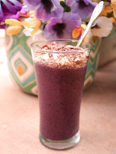 Belly Fat Fighting Smoothie Recipe: frozen blueberries, a banana, juice, and topped with oatmeal/walnut/flaxseed topping. Sounds like a good breakfast drink!