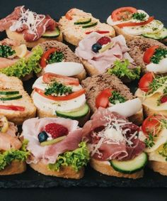 - Fingerfood - Appetizers for party Wedding Appetizers, Finger Food Appetizers, Finger Foods, Healthy Recipes Dinner Weightloss, Wine Recipes, Real Food Recipes, Wedding Buffet Menu, Best Pasta Salad, Catering