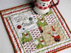 quilted santa mug rug, snack mat, Christmas mini quilt decoration