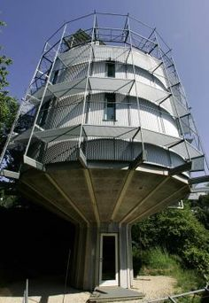 Rotating Solar House -  In German city, solar power leads the charge against fossil fuels