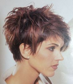 """Love it!                                                                                                                                                                                 Mehr [   """"LOVE the cinnamon and caramel colorings w/brown hair, touches of coord.blonde highlights interspersed would be pretty as well :)"""",   """"Short hair style looks easy for summer."""",   """"For that awkward, in-between stage of growing out your hair."""",   """"Love it! For when I want to start growing my hair out""""…"""