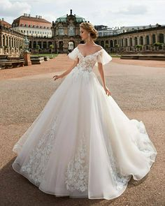 Gloria Ära Couture - Luxury Bridal Gowns - At Affordable Prices Huge Wedding Dresses, Wedding Dress Types, Elegant Wedding Dress, Wedding Gowns, Tulle Wedding, Lace Wedding Dress Ballgown, Elegant Bride, Elegant Ball Gowns, Dress Wedding