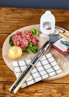 Burger night with the family has never been easier with the double burger press for those wholesome home-made patties, complete with seasoning pinch pot, tongs and French Oak board! Just add your favourite lager! Pig Kitchen, Burger Night, Salt Pig, Burger Press, Pinch Pots, French Oak, Your Favorite, Homemade