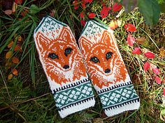 Ravelry: Fox Portrait pattern by Natalia Moreva Knitted Mittens Pattern, Fingerless Gloves Crochet Pattern, Knit Mittens, Knitted Gloves, Knitting Charts, Knitting Patterns Free, Yarn Crafts, Sewing Crafts, Crochet Bookmarks