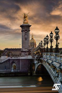 Sunset over Pont Alexandre III & Les Invalides - Paris, France Most Beautiful Cities, Beautiful Places To Visit, Wonderful Places, Paris Travel, France Travel, The Places Youll Go, Places To See, Rue Rivoli, Pont Paris
