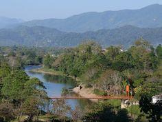 Vang Vieng, Laos http://www.imperatortravel.ro/2012/04/vang-vieng-ultima-reduta-a-backpackerilor-in-asia-de-sud-est-partea-1.html