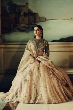 Sabyasachi Mukherjee has never failed to impress us with his stunning wedding attire collections. Look at the latest Sabyasachi lehenga designs to give a treat to your eye. Indian Lehenga, Lehenga Choli, Anarkali, Sarees, Indian Wedding Lehenga, Pakistani, Lehenga Designs, Indian Attire, Indian Ethnic Wear