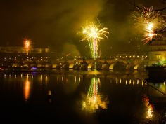 Praga - Fuochi d'artificio su Karluve Most