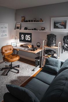 A man's home office should reflect his personality and be a place where he feels at ease, comfortable and ready to work. office ideas Man S Home Office Office Lounge, Home Office Setup, Home Office Space, Home Office Design, House Design, Office Ideas, Future Office, Tiny Office, Man Office Decor