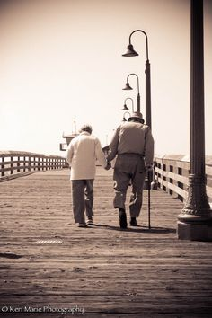 72 years of marriage and they're still holding hands #sweet #love