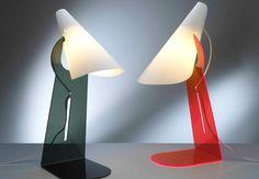 A luminária Calle com suporte de acrílico. Manuel Barbieri