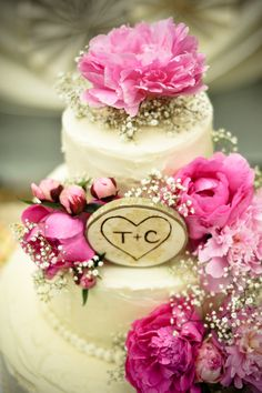 cream wedding cake with wooden cake topper
