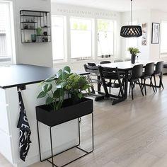 🌱 Diningroom 🌱 Håpe dokk har hatt en fin mandag, ferie eller ei🤗 . . . . . . . . #bytrollsteinen_interior #kitchen #diningroomdecor #diningroom #spisestuen #spisestue #kjøkkeninspirasjon #interior1108 #interior4all #interior125 #cocina #decoraçãodeinteriores #decoracao #villalille #jorunn_ls #magnificent_interiors #mitthjem #frufjellstad #dittlillehjerterom #interior9508 #dagnylill #mitt_modernehjem #kava_interior #finehjem #interior4all #interior4you #interior444 #scandliving #gullfjæren…
