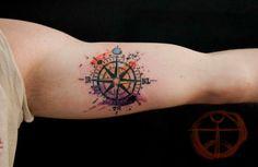 Aquarela Bussola Tatuagens de desenhos no biceps para homens #tatuagens #tatuagem