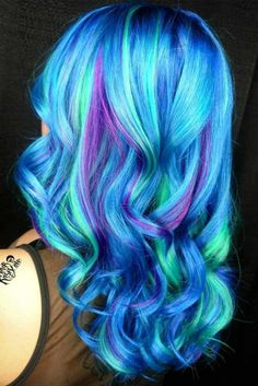 Purple and blue hair hair styles are all the rage, especially now when the hot season is approaching and we wish to experiment with the hair color. Bright Hair Colors, Hair Dye Colors, Rainbow Hair Colors, Funky Hair Colors, Ombre Rose Gold, Teal Hair, Beautiful Hair Color, Dye My Hair, Hair Looks