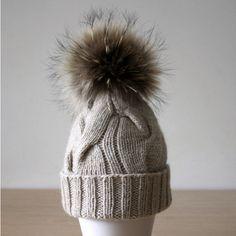 Womens pom pom hat, Fur pom pom beanie, Cashmere Wool hat, Fur bobble.  Chapeau Rond En FourrureBonnet ... 5abbe2197a2