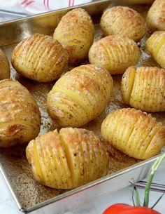 Falukorv i ugn med klyftpotatis – Lindas Bakskola Couscous, Baked Potato, Foodies, Food And Drink, Potatoes, Baking, Vegetables, Ethnic Recipes, Bra