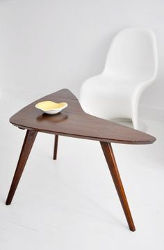 table basse tripode boomerang en bois des ann es 50 pieds compas fabrication artisanale. Black Bedroom Furniture Sets. Home Design Ideas