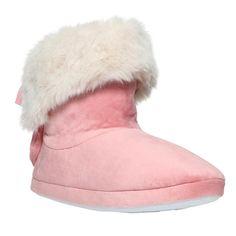 Světle růžové domácí boty zdobené bílou umělou kožešinou.