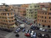 Immobiliare Roma Appartamento bilocale in vendita - 50 mq -  220.000  Roma Piazza Lazzaro Papi zona Appio Latino  VIA LATINA Piazza Lazzaro Papi sesto piano panoramico e luminoso parzialmente ristrutturato soggiorno con angolo cottura ampio bagno e spaziosa camera da letto soppalco capiente. Arredo incluso nel prezzo. CLASSE ENERGETICA: G (DL 192 19/08/05) IPE: 100.00 kwh/mq - Classe energetica: G - IPE: 100.00 kwh/mq  Informazioni sulla zona appio latino  Vedi altri annunci simili di…