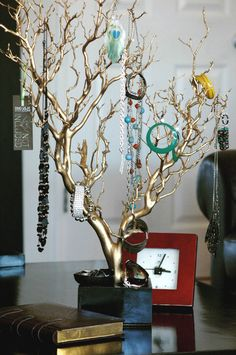 30 Gold Painted Jewelry Tree / Jewelry por heartnotincluded en Etsy, $90.00