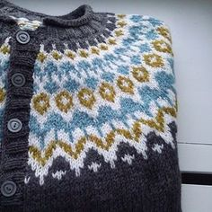 Ravelry: Project Gallery for Riddari pattern by Védís Jónsdóttir Fair Isle Knitting, Knitting Yarn, Knitting Machine, Free Knitting, Sweater Knitting Patterns, Knit Patterns, Stitch Patterns, Norwegian Knitting, Icelandic Sweaters