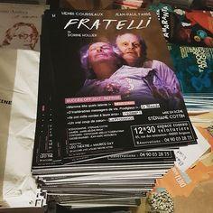Affiche #Fratelli à l'Espace Roseau-Teinturiers pendant le #festival @avignonleoff #avignonleoff #avignon
