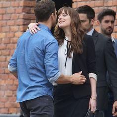 Jamie Dornan et Dakota Johnson : Baisers fougueux avant de filer à Paris