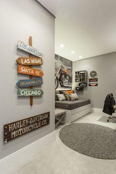 Quarto Adolescente: +95 Ideias e Projetos Originais para 2021 Teen Boy Rooms, Teenage Room, Teen Room Decor, Bedroom Decor, Kids Bedroom, Diy Home Decor, Interior Decorating, Boys Room Design, Skate