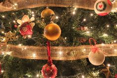 Arrangement Arts Culture And Entertainment Christmas Christmas Lights Christmas Tree Close-up Composition Cristhmas Culture Cultures Focus On Foreground Food Food And Drink Freshness Fruit Growth Hanging Healthy Eating Leaf Red Ripe Selective Focus Stem Twig Variation